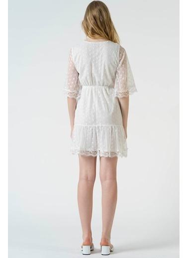 Reyon V Yaka Kol Ve Etek Ucu Dantel Tül Elbise Beyaz Beyaz